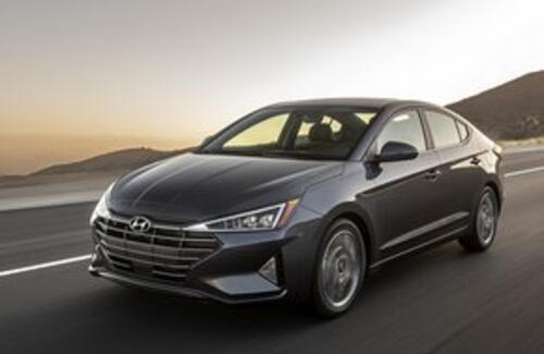"""Hyundai представил новую """"треугольную"""" Elantra"""