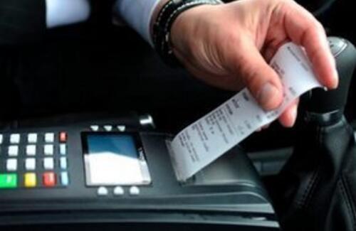 Таксисты в Казахстане начнут выдавать чеки