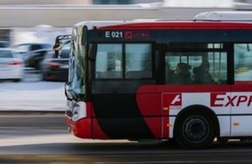 Разрешить водить автобусы с 18 лет предложили в Казахстане