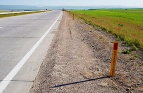 На казахстанских дорогах впервые установили светосигнальные катафоты