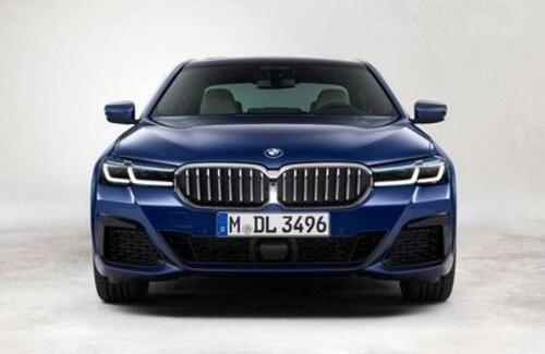 "BMW официально представила обновлённую ""пятёрку"""