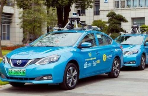 В Китае запустили первое такси без водителя