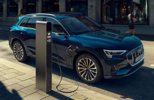 Audi начала продажи электрического кроссовера e-tron в Казахстане