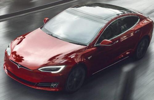 Tesla представила самый быстрый электромобиль